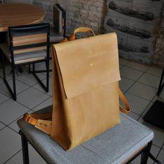 Новый лаконичный городской рюкзак.  #bags #backpack #рюкзак #сумка #зеленый #зелёныйрюкзак #подарок #ручнаяработа #сумки #натуральнаякожа #аксессуарыизкожи #аксессуары #krsk #рюкзакикрасноярск #купитьрюкзак #Красноярск #сибирь #cachalot