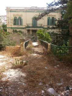 Abandoned house, Sliema, Malta Old Buildings, Abandoned Buildings, Abandoned Places, Beautiful Buildings, Beautiful Homes, Places Around The World, Around The Worlds, Desert Places, Ghost House