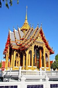 Was at this temple in Chaing Mai Thailand in January 2000 Chaing Mai Thailand, Chiang Mai, I Want To Travel, Culture Travel, Cathedrals, Thailand Travel, Temples, Bangkok, Places Ive Been
