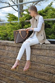 wearing ann taylor sleeveless trench coat, all white look, white spring look. Topshop white destroyed skinny jeans