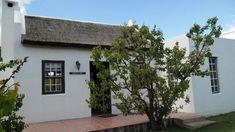 ~ Orchard Cottage ~ Orchard Cottage is 'n pragtige selfsorgeenheid in McGregor, in die pragtige Wes-Kaapse Breederivier-vallei. Die huisie kan tot 4 volwassenes akkommodeer en beskik oor 2 slaapkamers, 2 badkamers, 'n sitkamer en 'n kombuis. Beautiful Gardens, Lounge, Cottage, The Unit, Airport Lounge, Cottages, Cabin, Farmhouse, Lounge Music