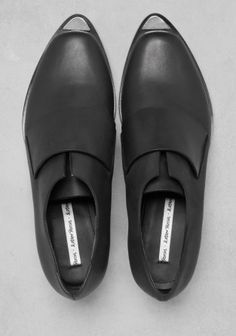 & OTHER STORIES Crafted from smooth leather, these loafers have a raw edge design and a prominent welt that forms a sharp point in the front.   - Wide, leather panel across the vamp - Small, triangular metal embellishment fixed to the front of the toe - Cushioned leather insole and leather outsole with rubber beneath the heel - Heel height: 3 cm