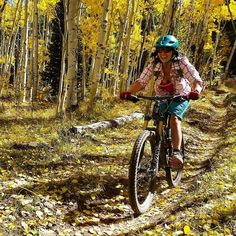 Her smile says it all. 'Tis the season for fantastic riding! Athlete: Kristi Kay Photog: Brittany Konsella #ferriscreekisridingsweet #fallishere #winteriscoming #fall #fallcolors #cbcolors #crestedbutte #14erskiers #mountainbiking #mountainbikingisfun #visitgcb #mtbike #mtb #nofilter