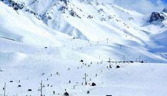 NL. Uitzicht over het hoofdskigebied van Las Leñas FR. Vue sur le domaine principal skiable de Las Leñas. DE. Aussicht auf dem Hauptskigebiet Las Leñas. EN. View of Las Leñas' main ski field