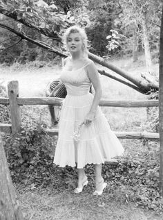 Marilyn at Roxbury, 1957. Photo by Sam Shaw.