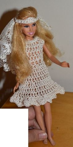 barbie doll ,2001, Mattel ,11 1/2`` doll with wedding dress and head piece  #DollswithClothingAccessories