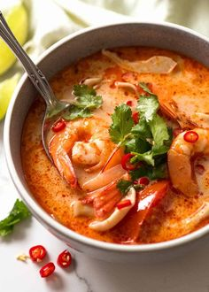 Tom Yum Soup (Thai soup) Creamy Tom Yum Soup in a blue bowl, ready to be eaten Thai Tom Yum Soup, Tom Yum Goong Soup Recipe, Thai Hot And Sour Soup, Tom Yum Noodle Soup, Tom Yum Noodles, Thai Noodle Soups, Thai Coconut Soup, Cooking Tips, One Pot Dinners
