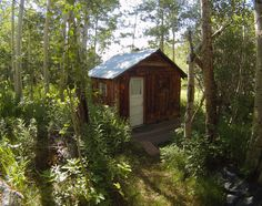 Main cabin and shower house with a water-jacketed Franklin stove and hand-built tile tub in one room and shower in the other. Franklin Stove, Tiny House Cabin, Tiny Houses, Cabins And Cottages, Small Cabins, Home On The Range, Bouldering, Shelter, Shed