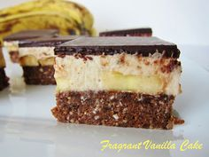 Raw Banana Coconut Nanaimo Bars and other raw banana recipes Raw Banana, Banana Coconut, Raw Vegan Recipes, Vegan Dessert Recipes, Healthy Desserts, Delicious Desserts, Healthy Puddings, Nanaimo Bars, Raw Desserts