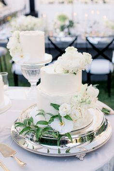 "From the editorial ""This Is Exactly What We See When Picturing a 'Secret Garden' Wedding Theme and We're Obsessed."" All eyes on the cake! If you're looking for classic wedding ideas, you don't want to miss this editorial!  Photography: @bretthickmanphoto  #whitecake #whiteweddingcake #classicweddingcake #gardenweddingcake"