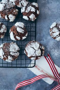 Amaretti from Italy - HQ Recipes Crinkle Cookies, Fun Cookies, Holiday Cookies, Chocolate Crackle Cookies, Chocolate Crinkles, Cooking Chocolate, Chocolate Recipes, Best Cookie Recipes, Christmas Baking