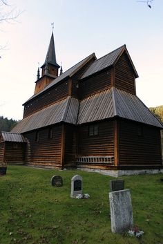 Baksida på Kaupanger stavkyrkje