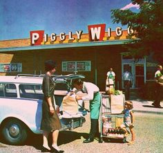 Piggly Wiggly, _ YES! My childhood visits to Phenix City, Alabama always included grocery store trips to Piggly Wiggly! Vintage Ads, Vintage Shops, Vintage Food, Vintage Stuff, Vintage Items, Vintage Woman, Cities, Piggly Wiggly, Ga In