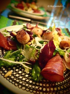 Scallops and prosciutto with salad