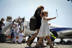 More than 200 French Jews immigrated to Israel aboard a special Jewish Agency Aliyah flight, July 20, 2016. (Nir Kafri for The Jewish Agency for Israel)