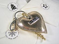 """Schlüsselanhänger """"IDA"""" Taschenanhänger Charm aus goldenem Echtleder kleine Geschenkidee zu Weihnachten Minions, Personalized Items, Wrapping Gifts, Tiny Gifts, Xmas Gifts, Handarbeit, Weihnachten, The Minions, Minion Stuff"""