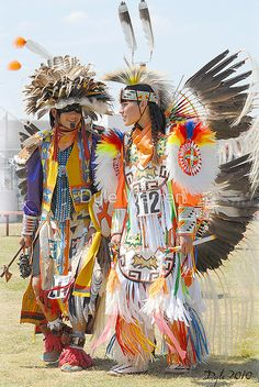 'Pow Wow - Grand Prairie, Tx' by Dyle Warren American Indian Girl, Native American Children, Native American Pictures, Native American Regalia, Native American Indians, Native Indian, Native Art, Arte Plumaria, Powwow Regalia