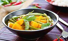 Gemüse-Kürbis-Potpourri. Sein Vitalstoff-, Nährstoff- und Ballaststoffreichtum machen aus dem Kürbis ein Superfood, das bei vielen Leiden – wie z. B. Entzündungen, Nierensteinen, Depressionen, Hautirritationen und parasitären Infektionen – verstärkt gegessen werden sollte.