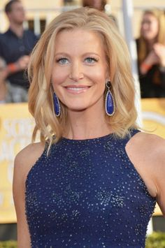 Star of 'Breaking Bad' Anna Gunn, who plays the long-suffering wife of Walter White, colour-matched her teardrop lapis lazuli earrings by @Irene Hoffman Neuwirth