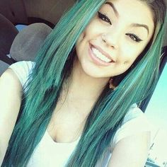 These cheek piercings look amazing on her Dimple Piercing, Cheek Piercings, Types Of Piercings, Piercings Bonitos, Afro, Green Hair, Blue Green, Brazilian Hair, Dimples