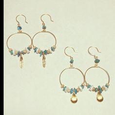 ターコイズ、貝ビーズ、ウッドビーズを組み合わせた夏らしいデザインのhoop earrings