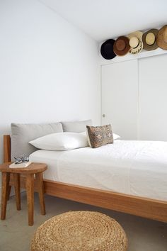 You can never go wrong with pure white linen bedding. It not only adds coziness, but also creates a fresh feel in the bedroom. Bedding: MagicLinen; photo credit and styling: emersongreydesigns.com