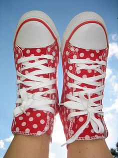 Red polka dot high tops-I like me my Converses. Polka Dot Shoes, Polka Dots, Cute Shoes, Me Too Shoes, My Favorite Color, My Favorite Things, Dots Fashion, Knit Leggings, Red Dots