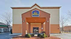 Best Western Des Plaines Inn Des Plaines This hotel is situated 10 minutes from O'Hare International Airport and River Casino.  It features an indoor pool and free shuttle service to/from the airport  The rooms at the Des Plaines Best Western include a microwave and a refrigerator.