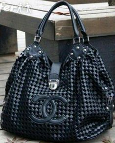#Chanelhandbags Burberry Handbags, Chanel Handbags, Fashion Handbags, Purses And Handbags, Fashion Bags, Leather Handbags, Beautiful Handbags, Beautiful Bags, Sac Michael Kors
