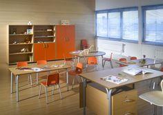 Mesas, sillas, armarios, gaveteros para Guarderías y Escuelas.