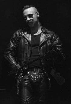 Gays in Leather Leather Fashion, Leather Men, Leather Boots, Mens Fashion, Leather Jackets, Black Leather, Cigar Men, Mens Gloves, Black Men