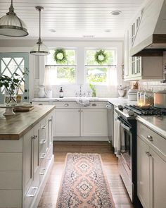 Choosing Your New Kitchen Countertops Kitchen Floor Tile Patterns, Kitchen Flooring, Kitchen Countertops, Tile Flooring, Kitchen Cabinets, Diy Kitchen, Kitchen Dining, Kitchen Decor, Kitchen Runner