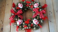 Červený věnec z černuchy - Na vajíčka jsme použili techniku decoupage. Věnec jsme vyrobili ze sušené černuchy. ( DIY, Hobby, Crafts, Homemade, Handmade, Creative, Ideas, Handy hands) Decoupage, Christmas Wreaths, Easter, Holiday Decor, Crafts, Diy, Home Decor, Christmas Swags, Build Your Own