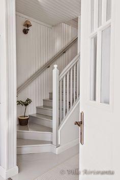 maalaisromanttinen, beautiful home, valkoinen sisustus, portaikko, portaat