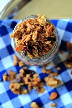 Homemade Pumpkin Spice Granola ... just go ahead and make a double batch of this its addicting! | www.joyfulhealthyeats.com #pumpkin #fall #recipes