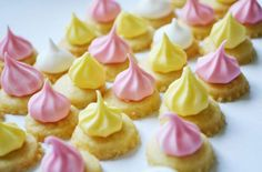 Learn how to make homemade iced gems with this simple recipe. They are the perfect sweet treat for children using only 6 ingredients Mini Tortillas, Iced Gems, Snack Recipes, Snacks, Cookie Recipes, Dessert Recipes, Saint Nicolas, Gel Food Coloring, Biscuit Cookies