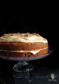The best coffee and walnut cake {In Spanish} Sweet Desserts, Sweet Recipes, Delicious Desserts, Yummy Food, Coffee And Walnut Cake, Coffee Cake, Easy Bread, Cake Shop, Sweet Cakes
