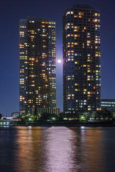 Moon - Tsukudajima, Tokyo, Japan ©Hideo Ishijima 東京 佃島