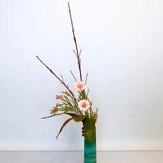 #ikebana #ikenobo #jiyuka #japaneseflower #ikebanaclass #london #池坊#いけばな教室#ロンドン#自由花 #freestyle Arranged by Alicia