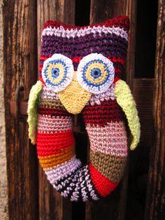 Cute crochet owl toy