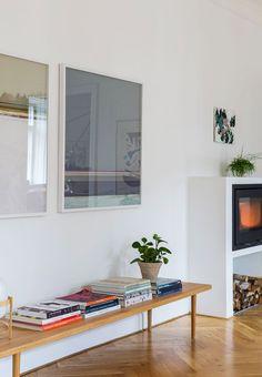 Billedkunstner Anne Aarsland bor med sin mand og to børn i en lys lejlighed på Frederiksberg. Her har hun indrettet sig med en skøn blanding af ny kunst, klassisk design og alt det, der ligger indimellem.