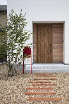 Scandinavian Design Style, Yellow Houses, House Styles, Interior And Exterior, Outdoor Decor, House Entrance, Front Garden, Japanese Modern House, Exterior