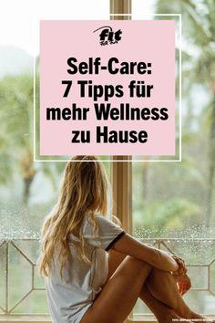 Wenn du derzeit die meiste Zeit zu Hause verbringst, ist es besonders wichtig, dass deine Wohnung ein kraftspendender Ort ist, an dem du dich wohlfühlst. Mit diesen sieben Tipp kannst du dein Zuhause in einen Wohlfühltempel verwandeln und die Zeit der sozialen Isolation entspannt verbringen. Für mehr Self-Care! #Wellness #selfcare #metime