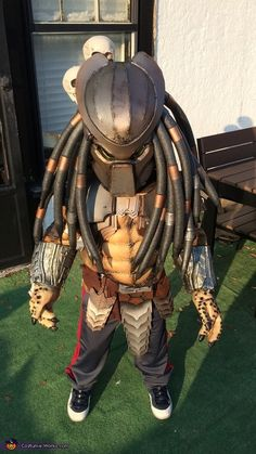 Hi, I made this costume for my 6 yr old son EJ from scratch during the month of October. This is my third year of making my sons costume. Alien Vs Predator Costume, Predator Cosplay, Predator Helmet, Halloween Costume Contest, Halloween Kids, Halloween 2016, Halloween Stuff, Happy Halloween, Halloween Meninas