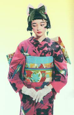 Tokyo Street Style - Lovely Tina in kimono Kimono Chino, Kimono Yukata, Kimono Blouse, Japanese Costume, Japanese Kimono, Japanese Lady, Harajuku Fashion, Japan Fashion, Costume Japonais