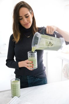 This is major guys - my secret weapon to clear skin and de-bloating my tummy? This delicious smoothie! And it's SO easy to make: http://frontroe.co/2G8KSuJ