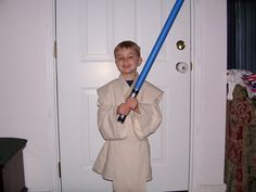 How to Make a Low-Budget DIY Lightsaber for Kids Make Your Own Lightsaber, Diy Lightsaber, Star Wars Birthday, Star Wars Party, Birthday Bash, Diy Interior, Make Your Own Makeup, Family Costumes, Halloween Costumes