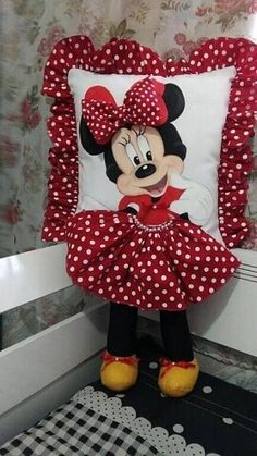 Cute Pillows, Baby Pillows, Baby Sewing Projects, Sewing Crafts, Pillow Crafts, Sewing Pillows, Mickey Minnie Mouse, Fabric Dolls, Fabric Painting