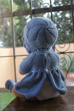 ¿Quieres hacer la ropita de tu nenuco tu misma? Baby Patterns, Crochet Patterns, Baby Doll Clothes, Reborn Baby Dolls, Knitted Dolls, Doll Accessories, Baby Wearing, Baby Knitting, Vintage Designs