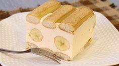 Brz, sočan i vazdušast kolač sa piškotama i bananama. Umesto banana može i bilo koje drugo voće, mislim da bi sa kajsijama ili breskvama iz onih konzervi bio takodje prelep. Sastojci: 3 pakovanja ( obična ) piškota 4 cela jaja 200 gr krem sira 200 gr šećera 200 ml slatke pavlake